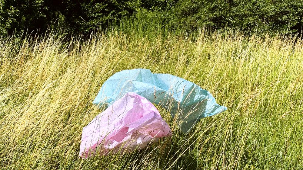 plástico en suelo